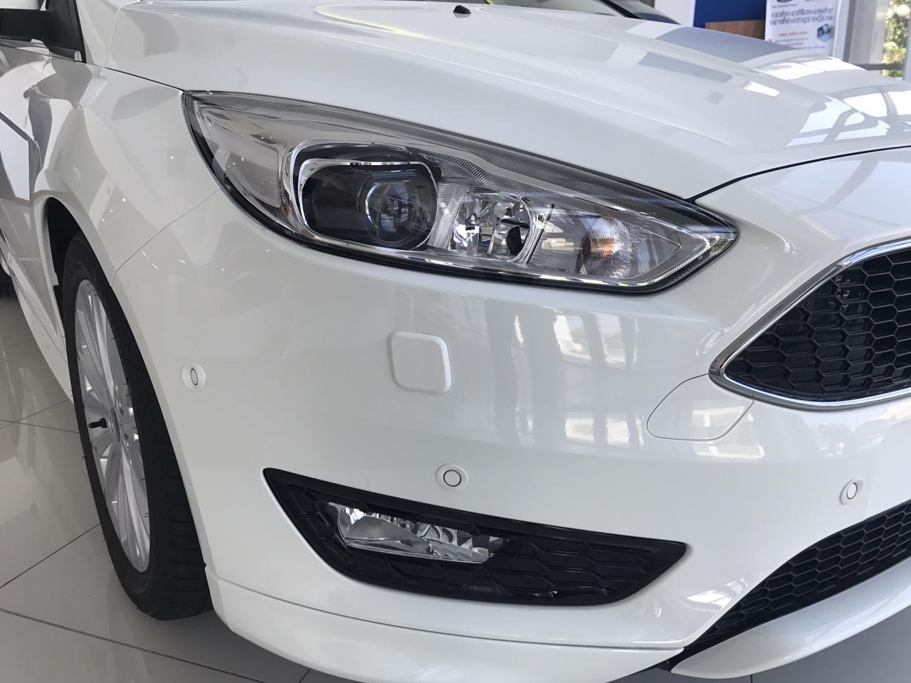 Ford Focus đèn pha